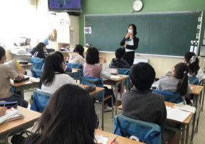 5年生2クラス(約60人)の児童のみなさんにお話をさせていただきました(横浜市立高田東小学校提供)